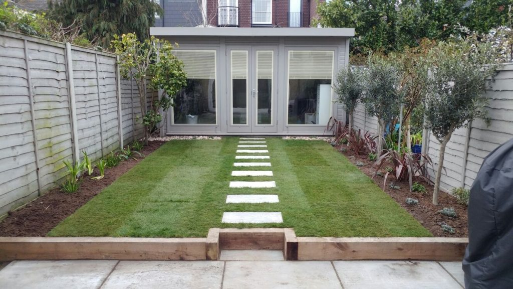 East Sheen. Calming evergreen landscaping/planting
